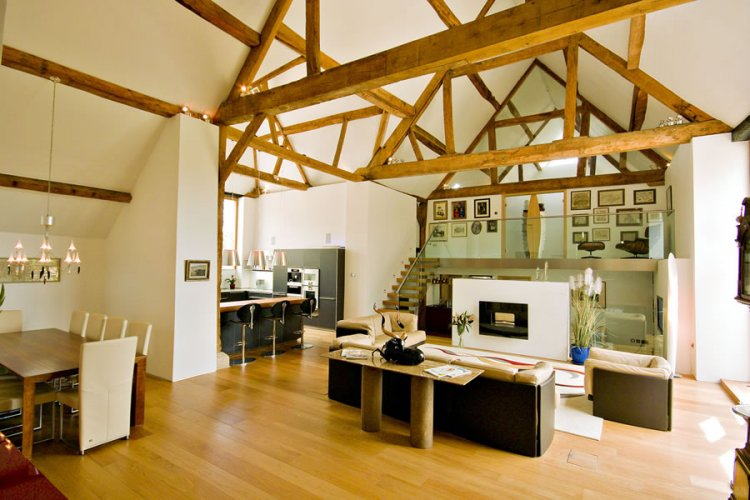Contemporary barn conversion in England - 2