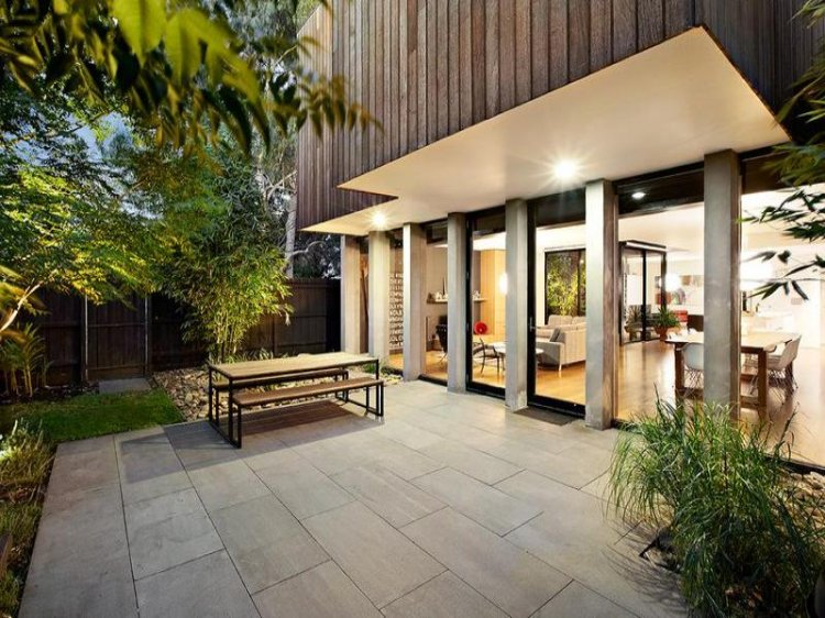 Contemporary home in Melbourne - 10