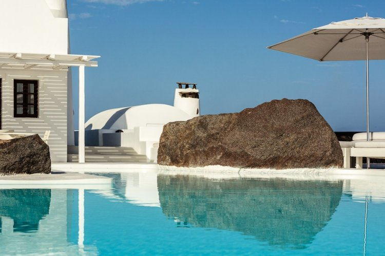 A unique retreat - Aenaon Villas In Santorini, Greece - 4