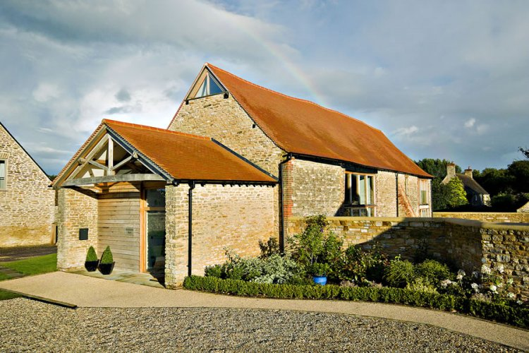 Contemporary barn conversion in England - 11