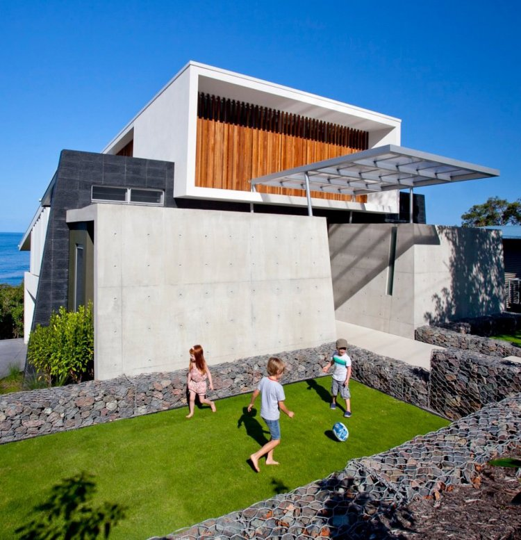 Coolum bays beach house in queensland australia 2 for Beach house description