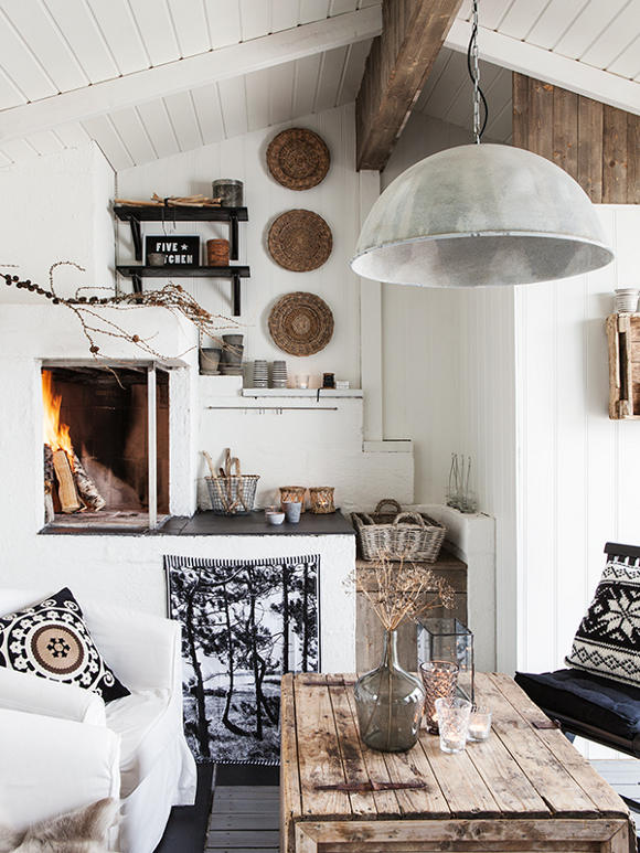 White walls, rustic and vintage decoration