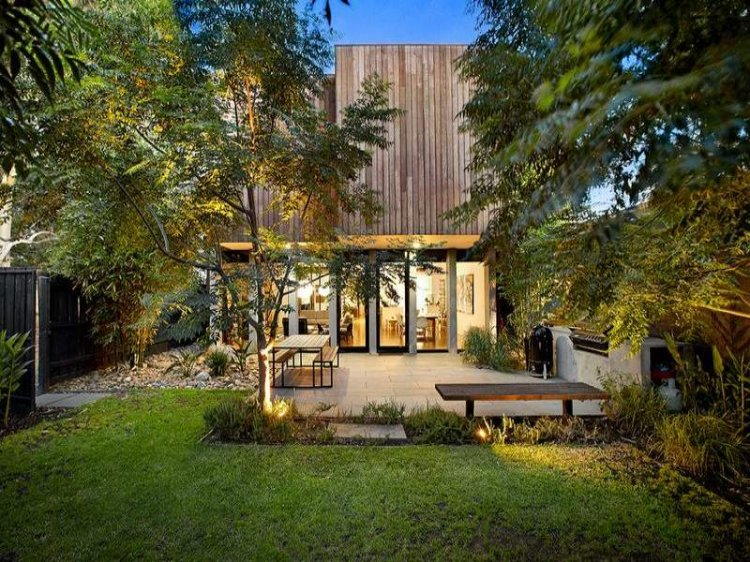 Contemporary home in Melbourne - 11