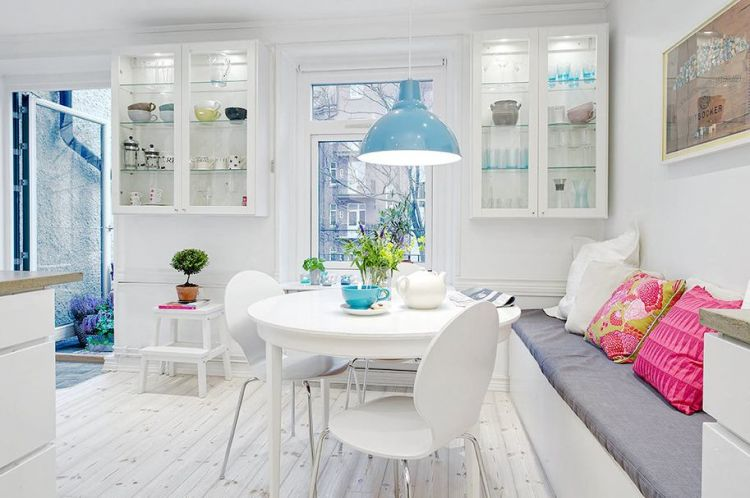 Beautiful scandinavian apartment with cheerful decor and inspiring colors - 11