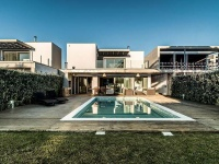 Modern luxury - house with pool in Portugal by Dunaplana